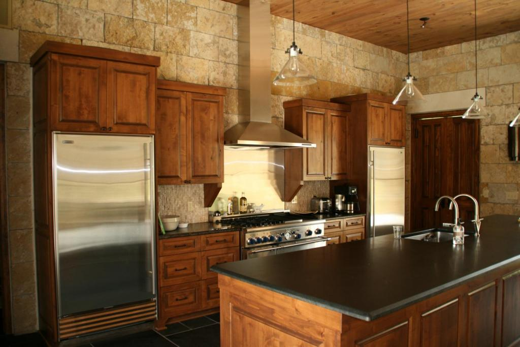 "<a href=""/node/241"">KITCHEN FEATURES BLACK GRANITE COUNTERTOPS, A 48&quot; VIKING RANGE FLANKED BY MATCHING GEN AIR FRIDGE AND FREEZER. KITCHEN / DINING / LIVING AREA FEATURES STONE WALLS GIVING THE FEELING OF A SOLID STONE HOME. THE OPEN FLOOR PLAN INCLUDES 12&#039; TALL CEILINGS.</a>"